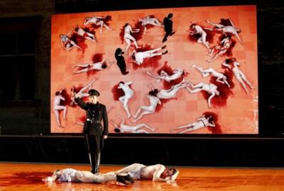 RECENSIE. 'Les damnés': zes doodskisten en een orgie van Rammstein