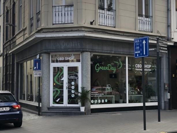 Stadsbestuur zet cannabiswinkels een hak met nieuwe regelgeving