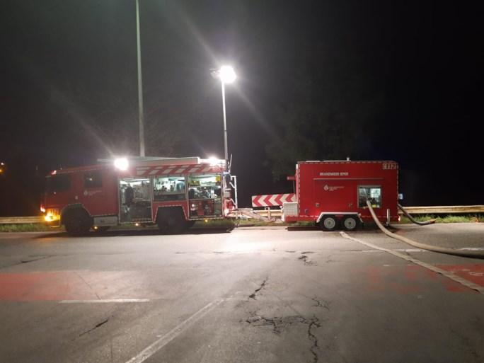 62 brandweerlieden ingezet om zware brand in wafelfabriek te bestrijden