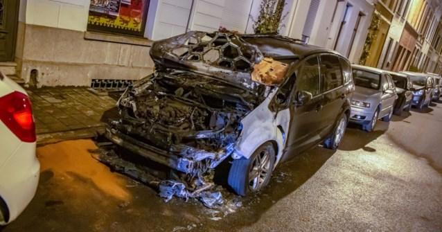 """Opzettelijke autobrand in Borgerhout: """"Vermoedelijk familieruzie"""""""