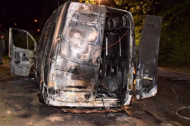 Bestelwagen brandt uit in Beselare