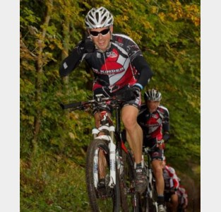 Per fiets van München naar Wenen voor goede doel