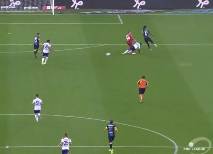 Anderlecht scoort al na vijf minuten in Brugge na dit missertje van Simon Mignolet