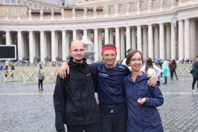 """Teennagels kwijt, schimmel, korstblaasjes en blaasontsteking na twee marathons per dag tussen Leuven en Rome: """"Ik had verder kunnen lopen, maar het werk roept"""""""