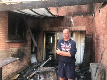 """Gezin dankt leven aan heldhaftige buurman: """"Als hij niet ons dak was opgeklommen, was dit fataal afgelopen"""""""