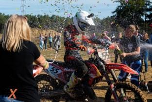 """Kaya (21) is kampioen motorcross… bij de mannen: """"Sommigen hebben er moeite mee dat ik in hun reeks rijd"""""""