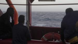 Italië laat migranten op reddingsschip Ocean Viking ontschepen in Messina