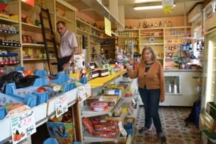 """48 jaar 7 dagen op 7 gewerkt, maar nu gaan kruideniers Liliane en Louis genieten van hun pensioen. """"Moeten leren op vakantie te gaan"""""""