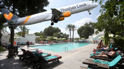 Vliegtuigmaatschappijen, vakantieoorden en taxibedrijven: failliet Thomas Cook sleurt hele sector mee