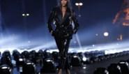 Modeshow Saint Laurent werd verrassend afgesloten door Naomi Campbell