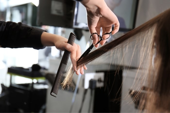 """ADVIES. """"Hoe vaak moet ik mijn haar in model laten knippen?"""""""