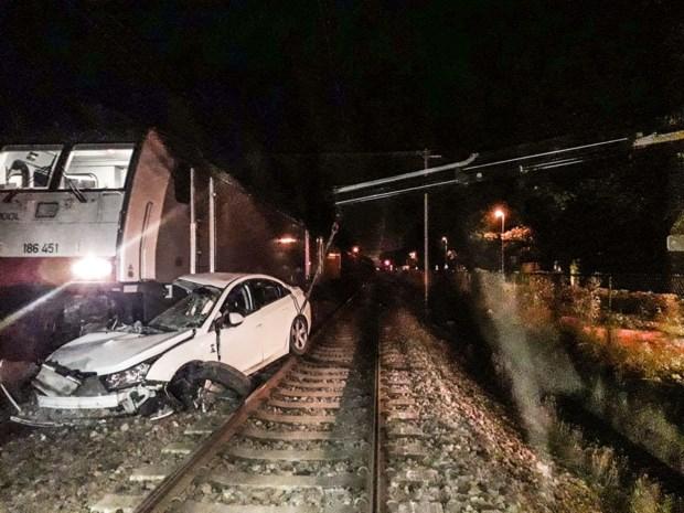 """Vier mannen ontsnappen nipt aan zware crash met goederentrein: """"Ze zijn aangehouden om te ontnuchteren"""""""