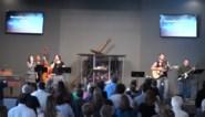 Goddelijke interventie of brute pech? Drummer krijgt kruis op z'n kop bij optreden in kerk
