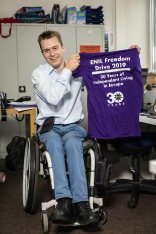 Rolstoelgebruiker Frank (29) organiseert de Freedom Drive, een mars voor honderden Europeanen met beperking