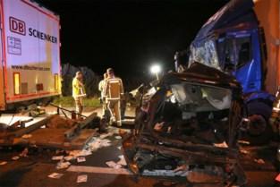Auto van Björn werd verpletterd tussen twee trucks, terwijl hij in de file stond: chauffeur mogelijk in slaap gevallen