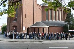 """Volle kerk neemt afscheid van ex-wielrenner Frans Van Looy: """"Beschamend hoe dit is afgelopen"""""""
