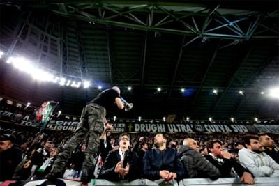 Spionkop Juventus chanteerde eigen ploeg met racistische liederen