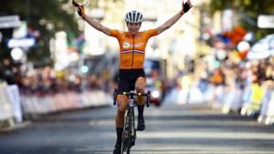 Merckxiaans! 36-jarige Annemiek van Vleuten kroont zich tot wereldkampioene na heroïsche solo van meer dan 100 kilometer