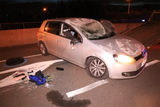 Opnieuw ongeval door vangrail op snelwegbrug