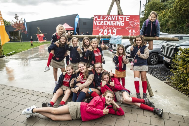 Zo geweldig is de Plezantste Vereniging van Vlaanderen: Chiro Rumbeke neemt haar prijs in ontvangst tijdens spetterend feest