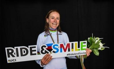 Wereldkampioene op de weg Annemiek van Vleuten duikt weer even het veld in en zoekt ook wollen regenboogtrui voor retrorit