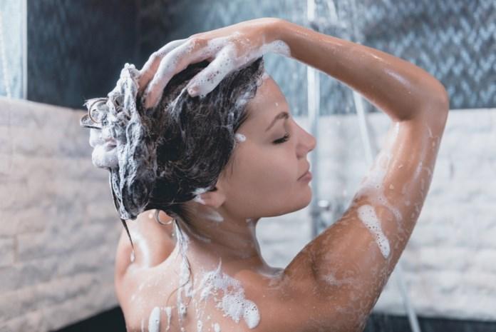Waarom het geen goed idee is je elke dag met zeep te wassen en hoe vaak je het dan wel zou moeten doen