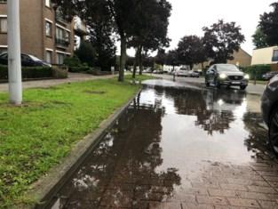 """Hevige regenval veroorzaakt problemen: """"Het water bleef hier maar stijgen"""""""