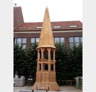 Leerlingen VITO maken torenspits voor school