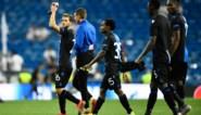Spelers, trainers en bestuur van Club Brugge groeten fans die gelijkspel op Real Madrid vieren als een zege