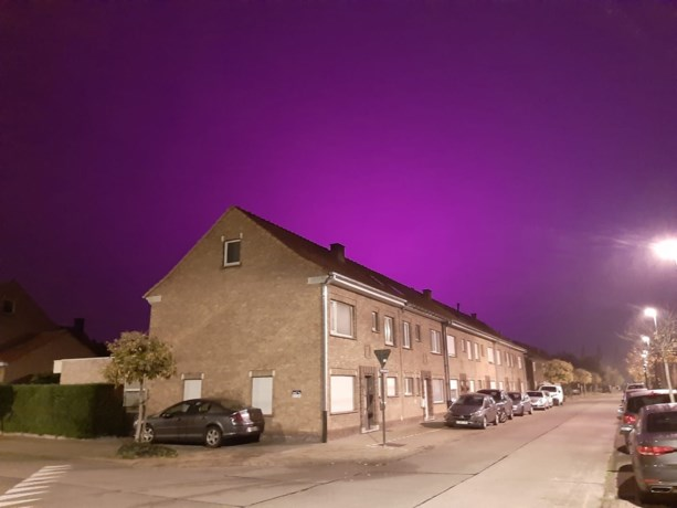 En toen kleurde de hemel boven Roeselare helemaal... paars