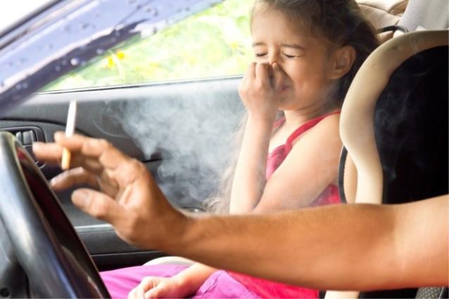 Gerichte controles naar roken in auto met kinderen worden stopgezet