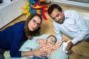 """""""Spuitje voor Pia is besteld"""": baby met zeldzame spierziekte kan komende weken geholpen worden"""