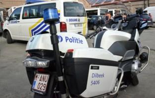 Politie plukt 27 bellende bestuurders en 25 mensen zonder gordel uit verkeer