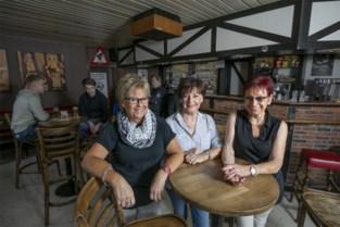 """Zussen-uitbaatsters vieren zeventigste verjaardag van 'Bij de Kai': """"Het café houdt ons jong"""""""