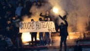 """Harde kern Anderlecht protesteert in Charleroi met """"Coucke buiten"""" (maar die was er niet)"""