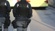 Crimineel vraagt weg naar toilet, overvalt agent en schiet in het rond: twee doden, drie gewonden