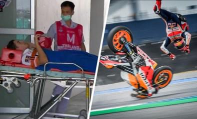 Geen zoveelste wereldtitel, wel zware crash: MotoGP-rijder Marc Marquez in de lucht gekatapulteerd op circuit van Thailand