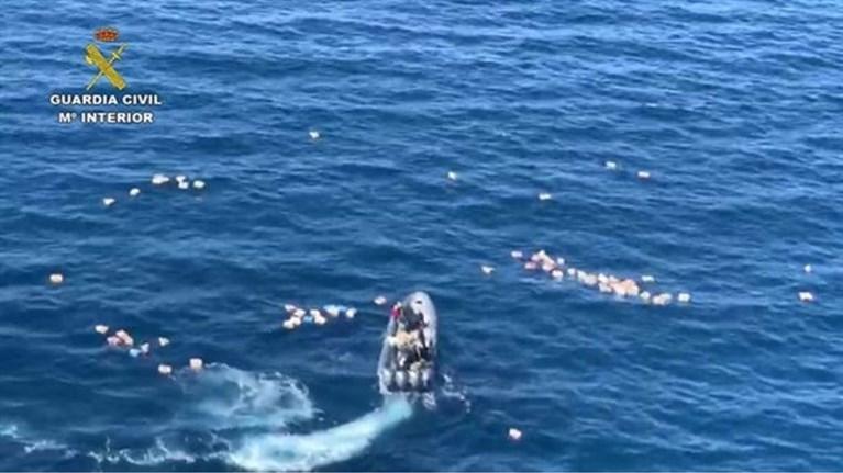 Agenten krijgen hulp uit onverwachte hoek bij crash tijdens achtervolging op zee