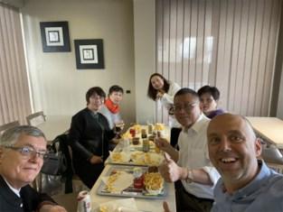 """Chinezen bezoeken bijzonder tehuis om het te kopiëren en gaan daarna … naar de frietchinees: """"Belgium is the best place"""""""