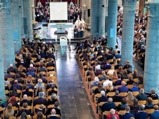 """Kerk afgeladen vol voor afscheid van verongelukte Charlotte: """"Zo oneerlijk"""""""