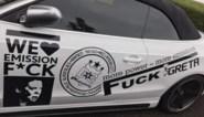 """Opvallende auto doorkruist Vlaanderen: """"F*ck Greta, wij houden van uitstoot"""""""