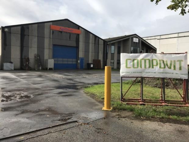 """Twaalf bedrijven stellen mestverwerker in gebreke voor geurhinder: """"Klachten over misselijkheid en zelfs diarree"""""""