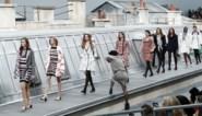 """Vrouw die defilé van Chanel crashte: """"Modewereld neemt zichzelf te serieus"""""""