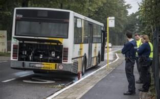 Bus van De Lijn vat vuur, chauffeur blust zelf brand