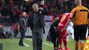 """Antwerp vergooit 2-0-voorsprong en tweede plaats, Bölöni heeft werk aan de winkel: """"Moet ik mijn spelers met de stok slaan?"""""""