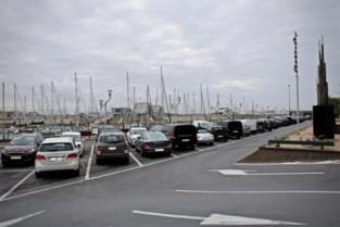 'Digitale' infoborden? Badstad laat uit pure miserie parkeerwachters zelf auto's tellen