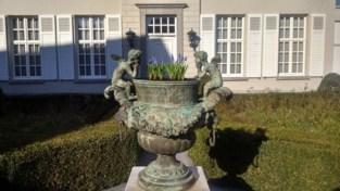 Zware bronzen vaas gestolen uit voortuin