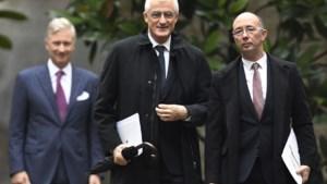 Nu is het aan Geert Bourgeois en Rudi Demotte om schot in de federale regering te krijgen. Of toch maar wachten op Magnette?