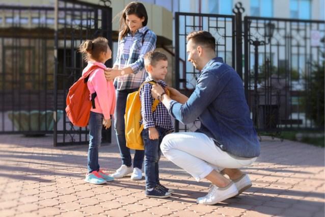"""Opmerkelijke actie: school verbiedt ouders om gsm te gebruiken op schoolplein """"omdat ze kinderen straal negeren"""""""