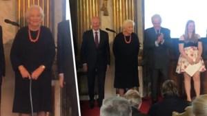Opmerkelijk: koningin Paola verbergt haar wandelstok tijdens poseren voor groepsfoto's